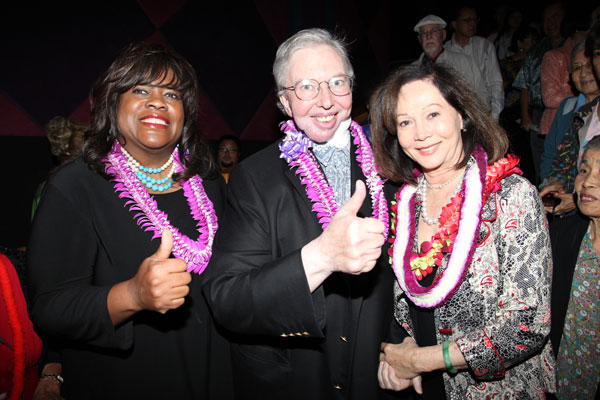 File:Chaz Hammel-Smith, Roger Ebert, and Nancy Kwan at the Hawaii International Film Festival in October 2010